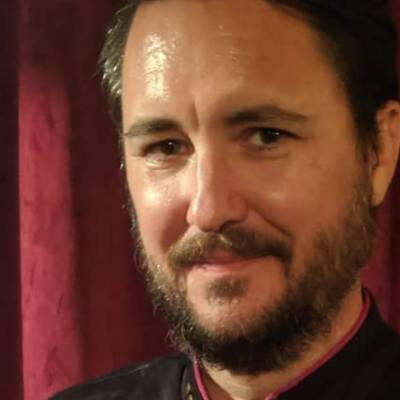 Wil Wheaton dressed as Commander Riker for his wife's birthday party
